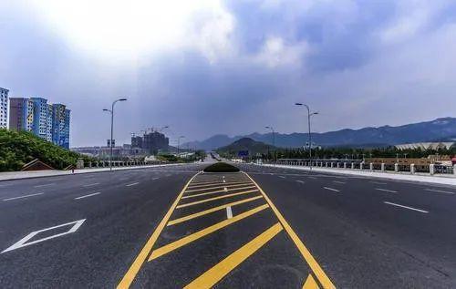 公路交通标线应用选型研究探讨