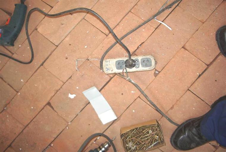 04漏电保护器问题(使用的插座无漏电保护器控制,一个插头带两个电气设备)