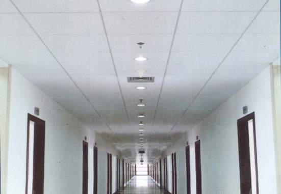 75风口、灯具、喷头、烟感等居中安装。