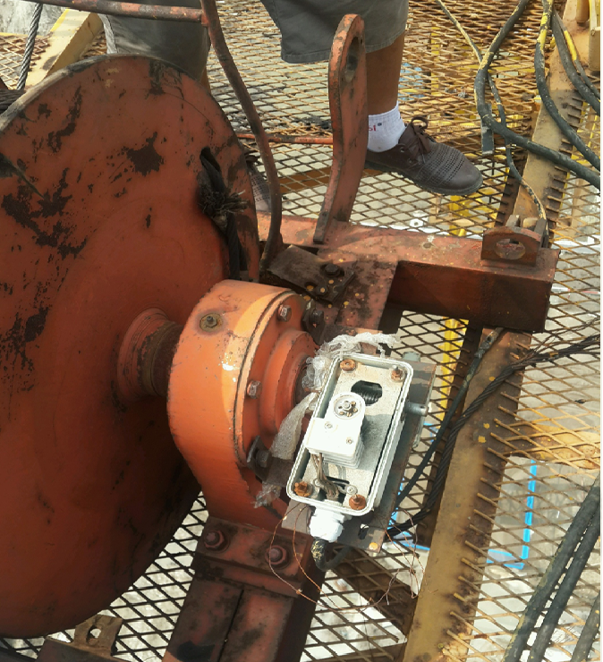 塔式起重机安全管理培训讲义PPT(95页)-18起升钩头高低限位器损坏
