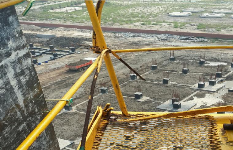 塔式起重机安全管理培训讲义PPT(95页)-20平衡臂防护栏腐蚀严重