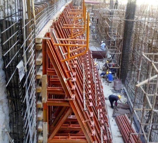 27钢模板施工车站侧墙