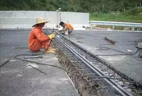桥梁伸缩缝的施工方法,您留意过没有?