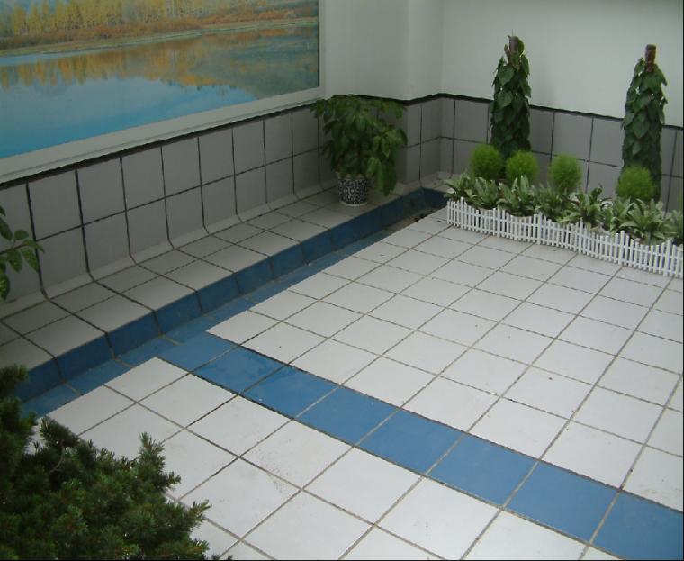 05花园屋面面砖平整方正,泛水部位面砖镶贴高度一致
