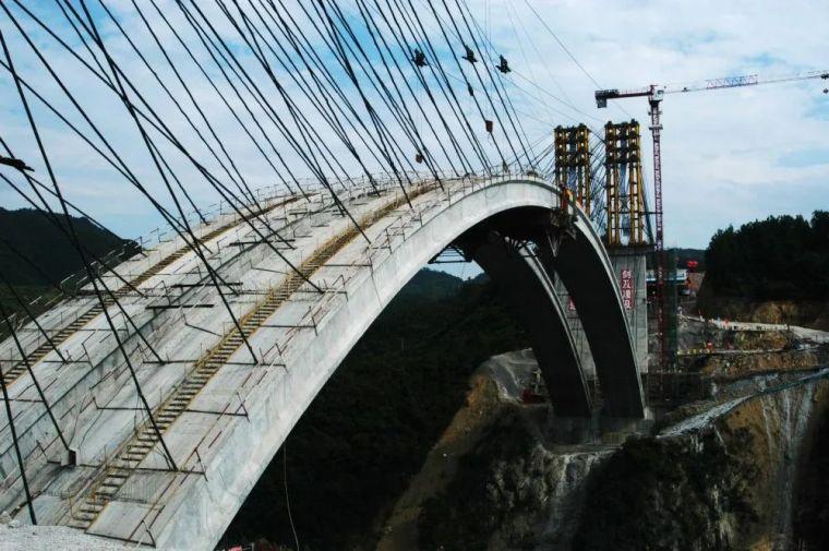 钢筋混凝土刚架拱桥桥面改造技术