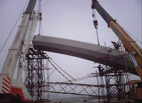 钢结构桥梁之简支钢箱梁桥施工工法