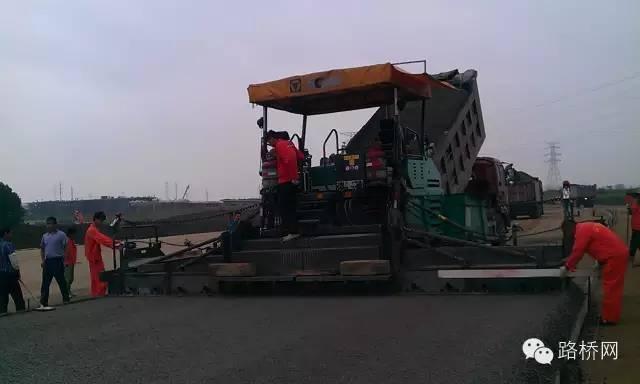 水泥稳定碎石基层裂缝防治