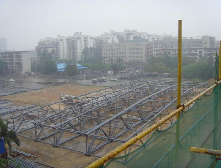72m大跨度钢屋盖管桁架结构吊装工艺创新
