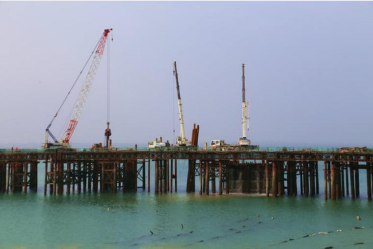 浅水围堰施工方案资料下载-[福建]钢栈桥及平台安全专项施工方案