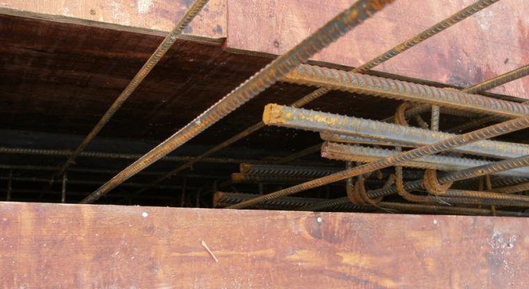 钢筋工程施工技术交底培训讲义PPT(图文)-54墙体顶部水平筋未绑扎