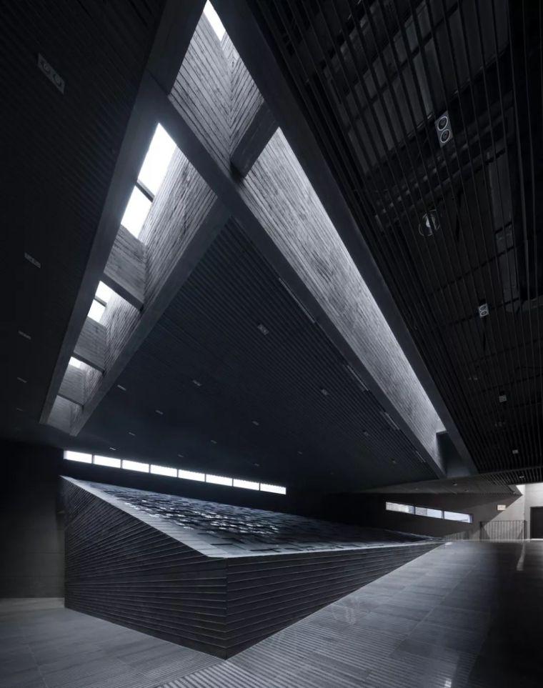 5.12何镜堂院士作品:汶川大地震震中纪念地