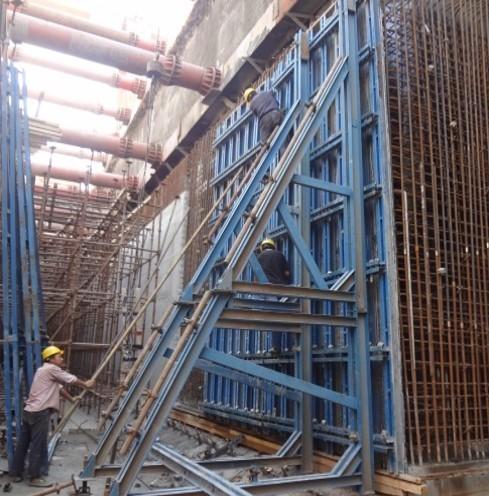 独立支撑大模板在地铁车站施工中的应用