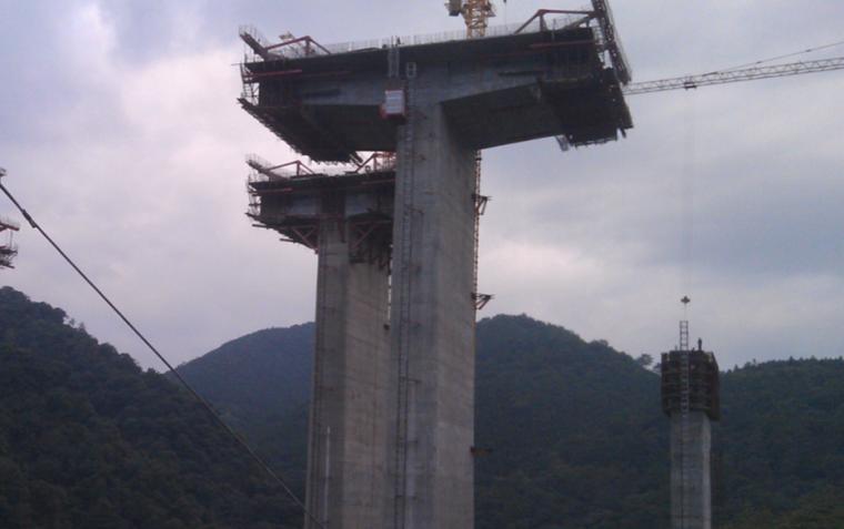 提高连续刚构桥悬臂施工混凝土外观质量