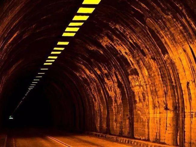 轮廓反光设施中高速公路隧道工程应用