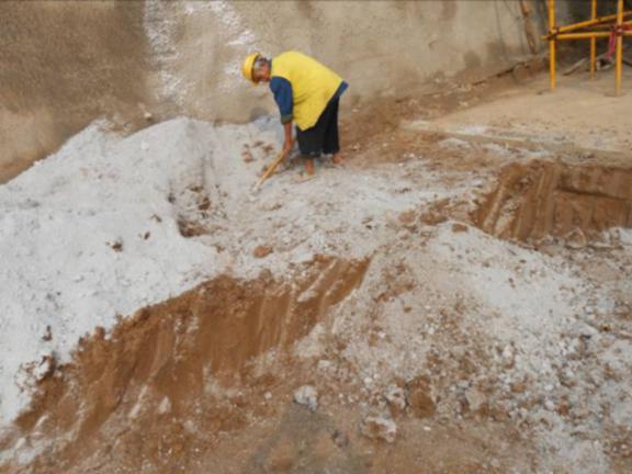 建筑施工现场管桩筏板基础施工