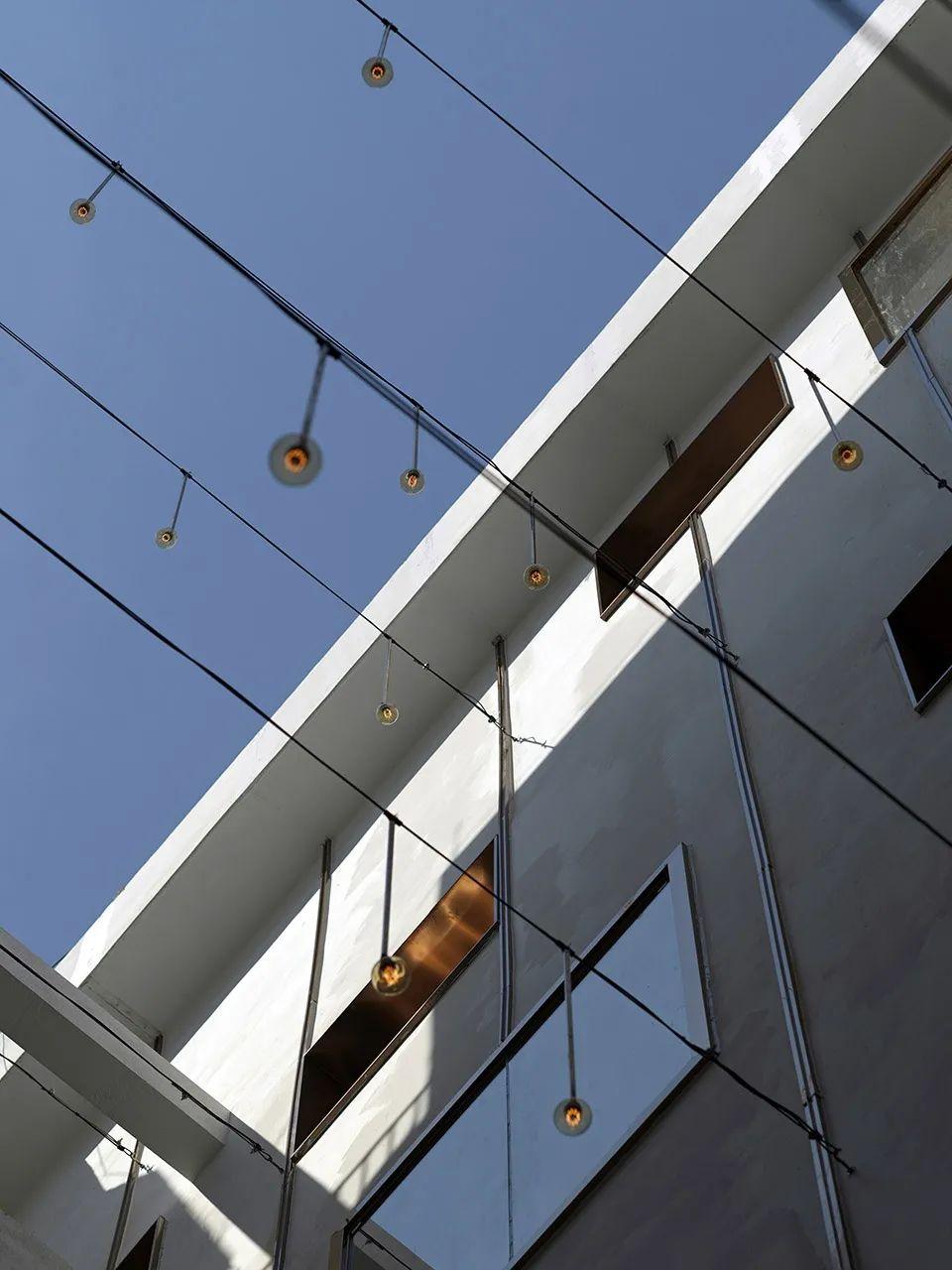建筑|老旧居民楼改造成时尚公寓_23
