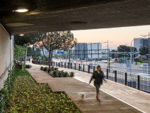 西班牙自行车道和人行道改造景观