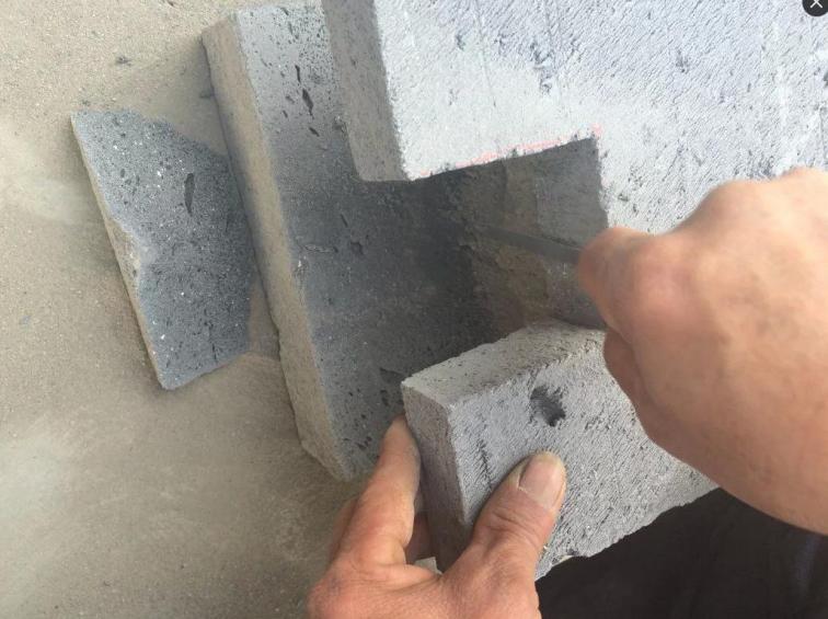 提高加气混凝土砌块填充墙的合格率-砌块精确开槽