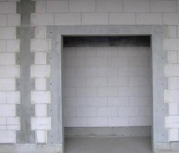 提高加气混凝土砌块填充墙的合格率-砌体墙线管较多部位构造柱式浇筑完毕后效果