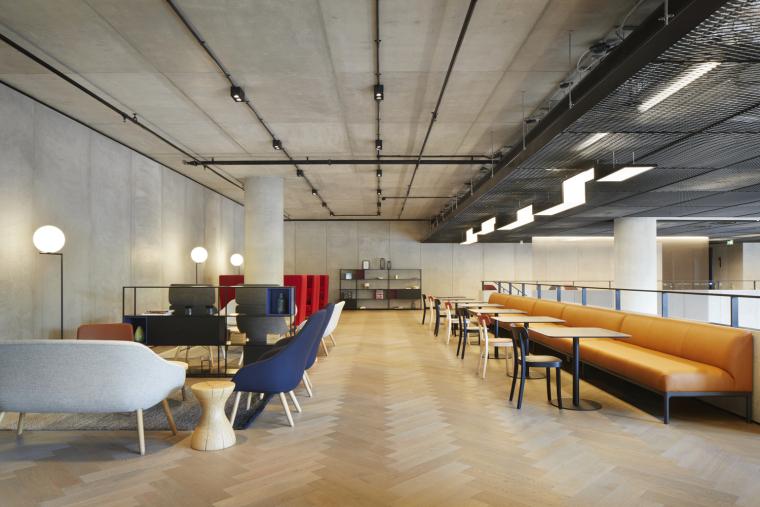 245_Hammersmith_Road_Reception_Business_Lounge_credit_Jack_Hobhouse