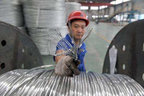 电缆工人为什么要戴安全帽?