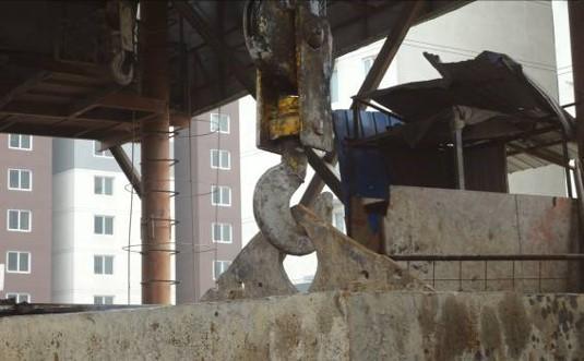 地铁施工安全隐患排查与治理(资料较新)-电动葫芦吊钩保险缺失
