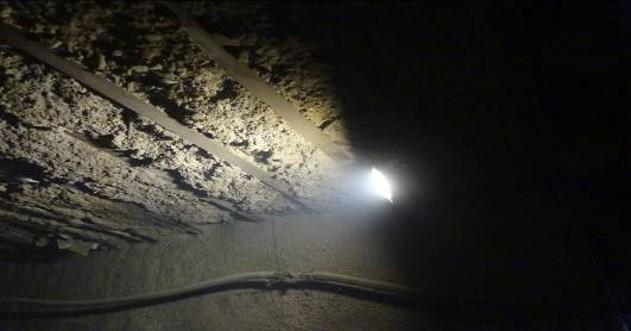 地铁施工安全隐患排查与治理(资料较新)-洞内用高压线照明