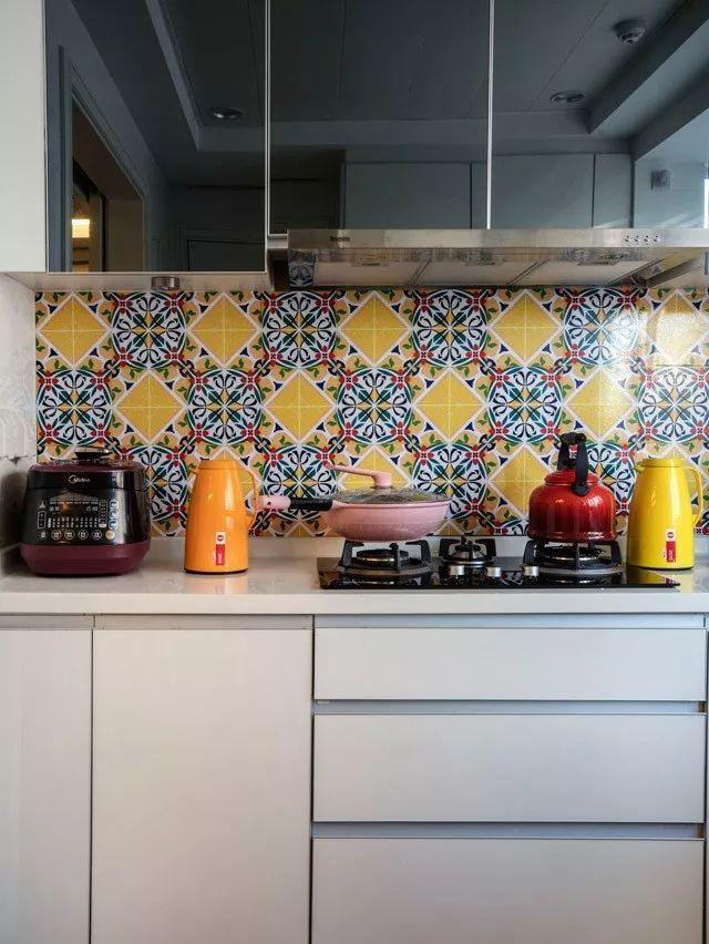 现在厨房瓷砖已经不流行通铺了!_4
