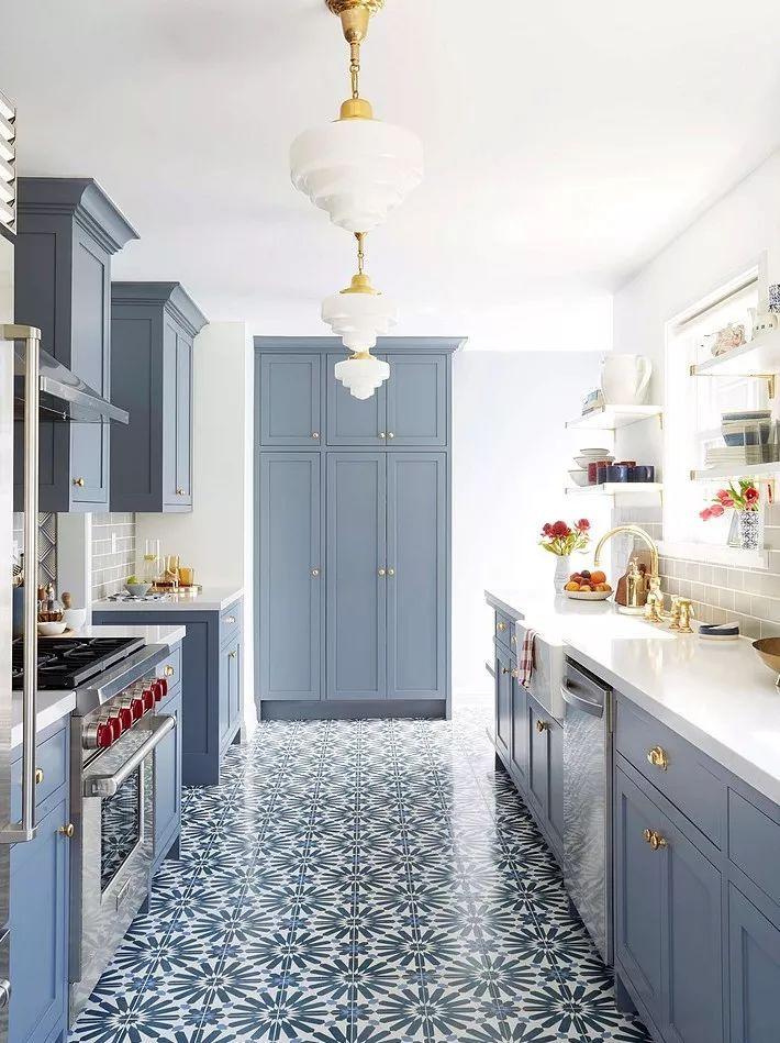 现在厨房瓷砖已经不流行通铺了!_14