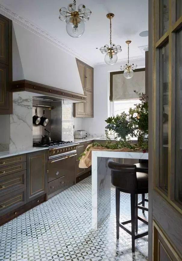 现在厨房瓷砖已经不流行通铺了!_17
