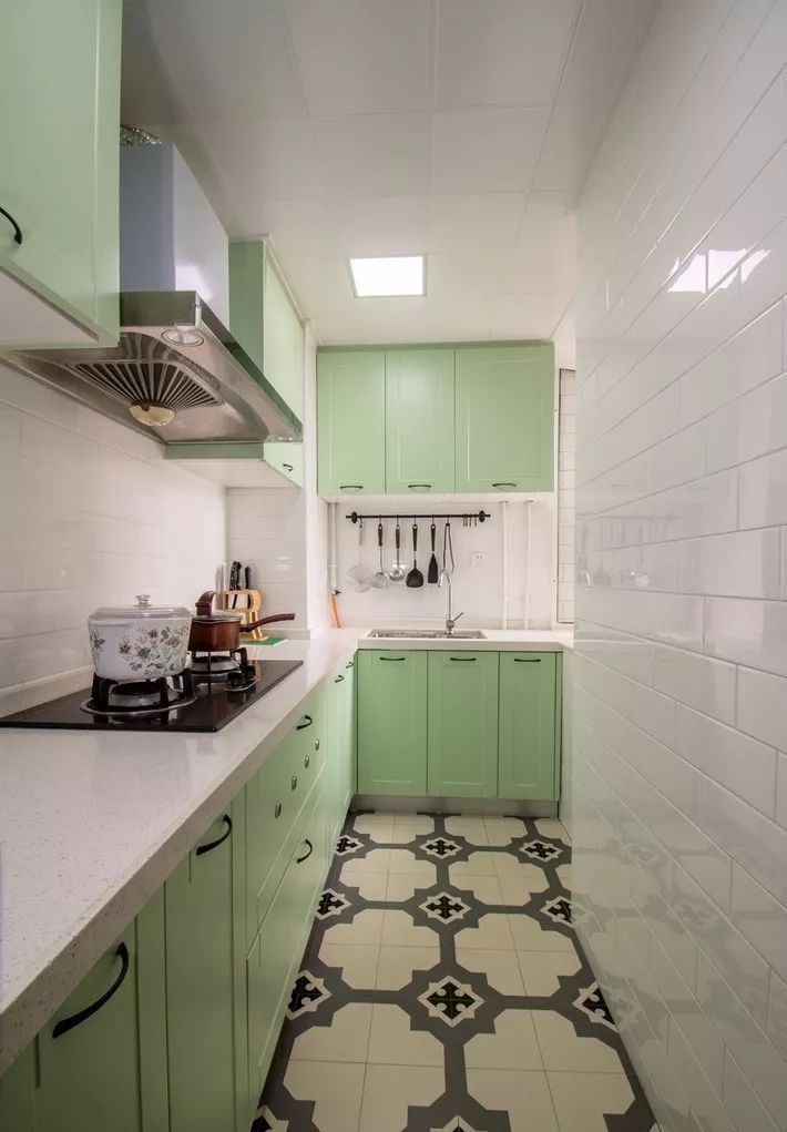 现在厨房瓷砖已经不流行通铺了!_19