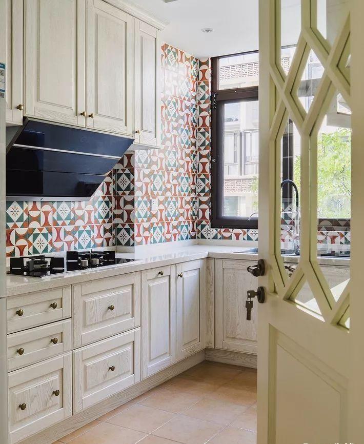 现在厨房瓷砖已经不流行通铺了!_2