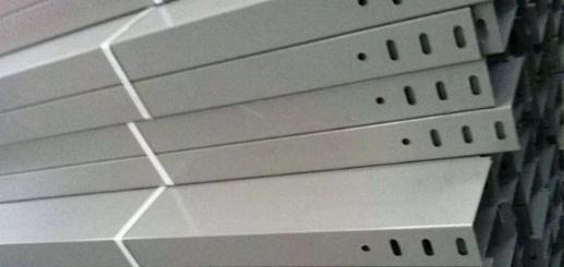 强电和弱电桥架间距资料下载-强弱电桥架是否可以合并及其施工费