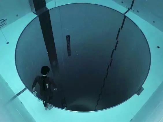 这设计才叫泳池,你那叫澡堂!_5