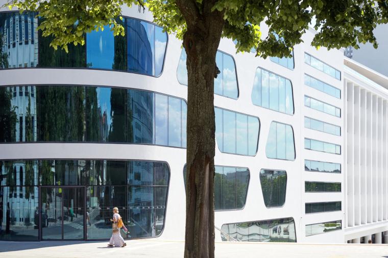 Kaunas-V-Plaza-Urban-Design-Architecture-Corner-Building-0465