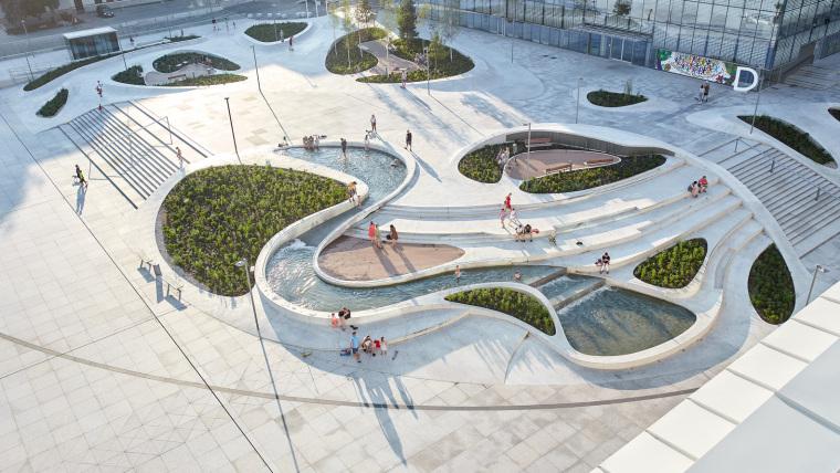 Kaunas-V-Plaza-Urban-Design-Architecture-Corner-Building-4364
