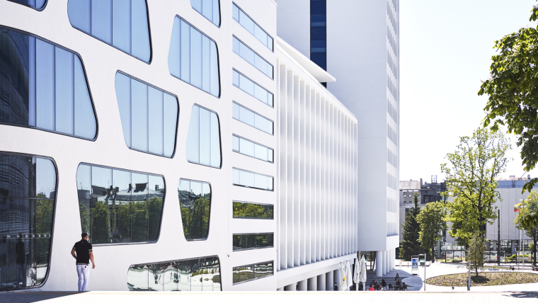 Kaunas-V-Plaza-Urban-Design-Architecture-Corner-Building-7398