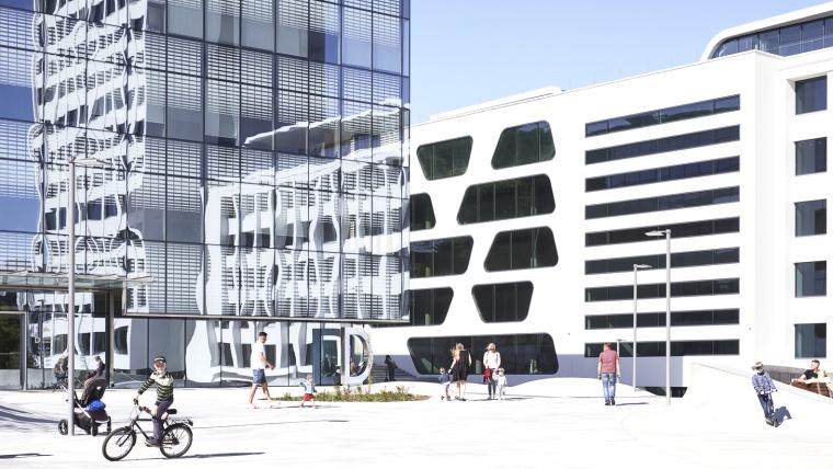 Kaunas-V-Plaza-Urban-Design-Architecture-Corner-Building-8964