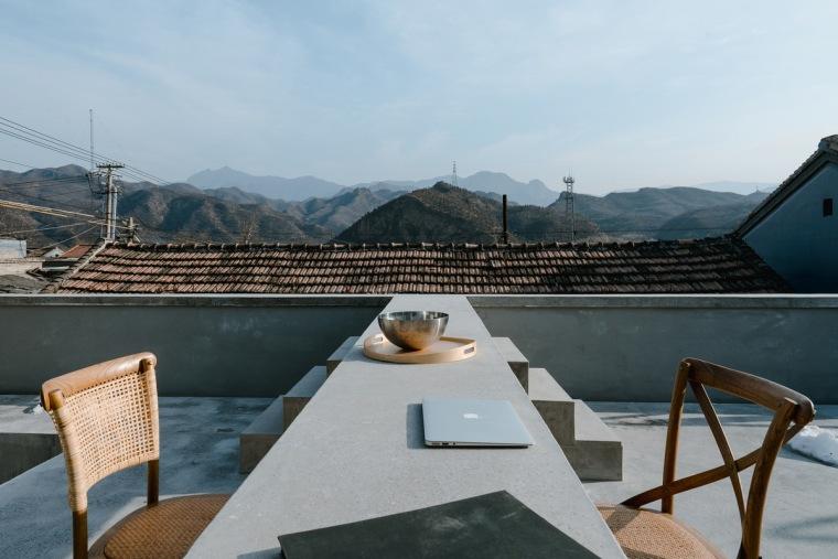 d5 _The_concrete_table_in_the_yard_Zhu_Yumeng_调整大小.jpg