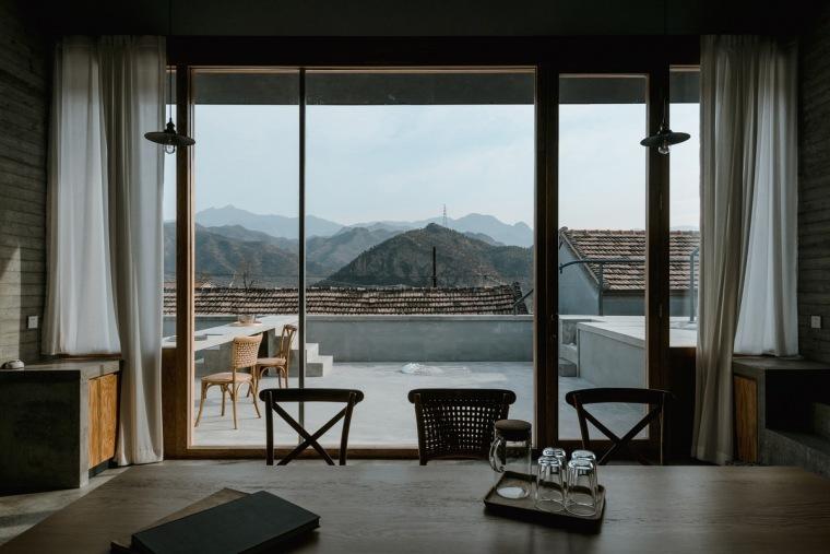 h1 _The_yard_outside_main_livingroom_and_view_Zhu_Yumeng_调整大小.jpg