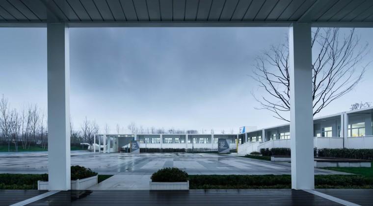 南京集装箱校园-3.从连廊看教室