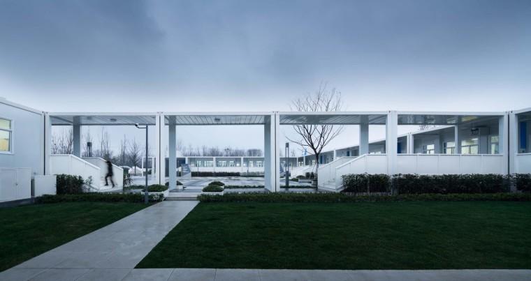 南京集装箱校园-5.联系南北教室的连廊