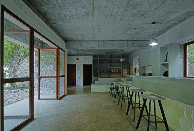 咖啡厅人视(拍摄:张广源)
