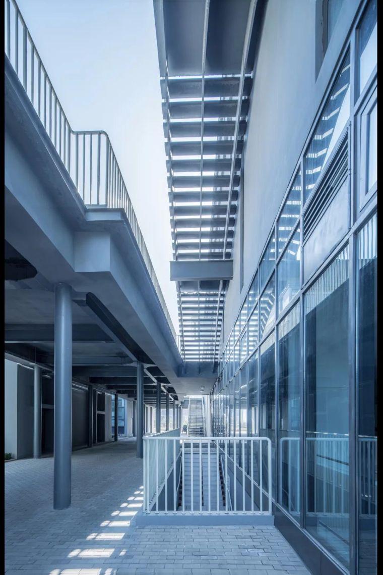 中学设计 开放式空间+包豪斯灰_20