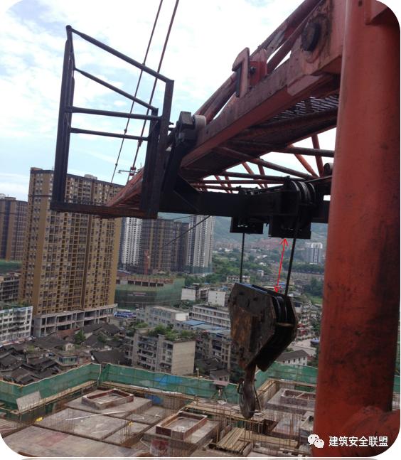 塔吊、施工电梯典型隐患照片分析_4