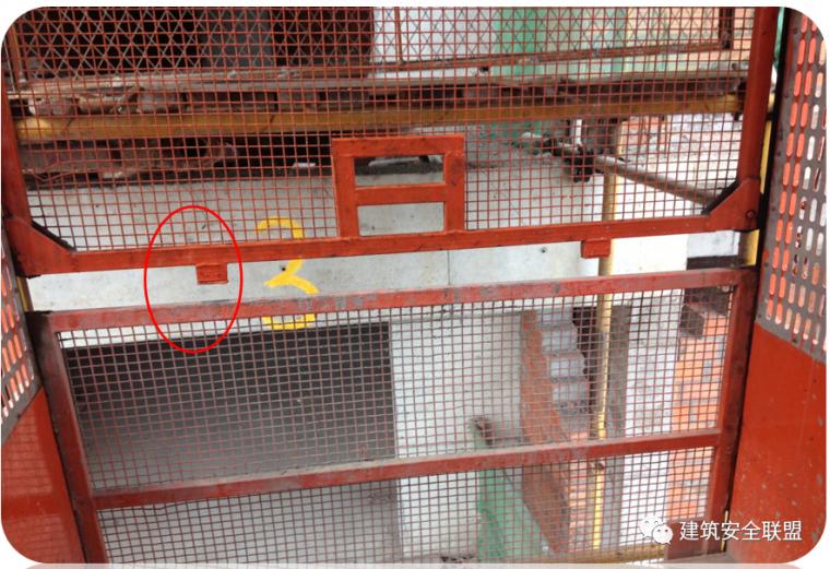 塔吊、施工电梯典型隐患照片分析_18