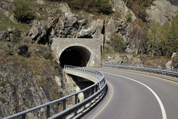[重庆]高速公路隧道工程施工图设计说明-隧道