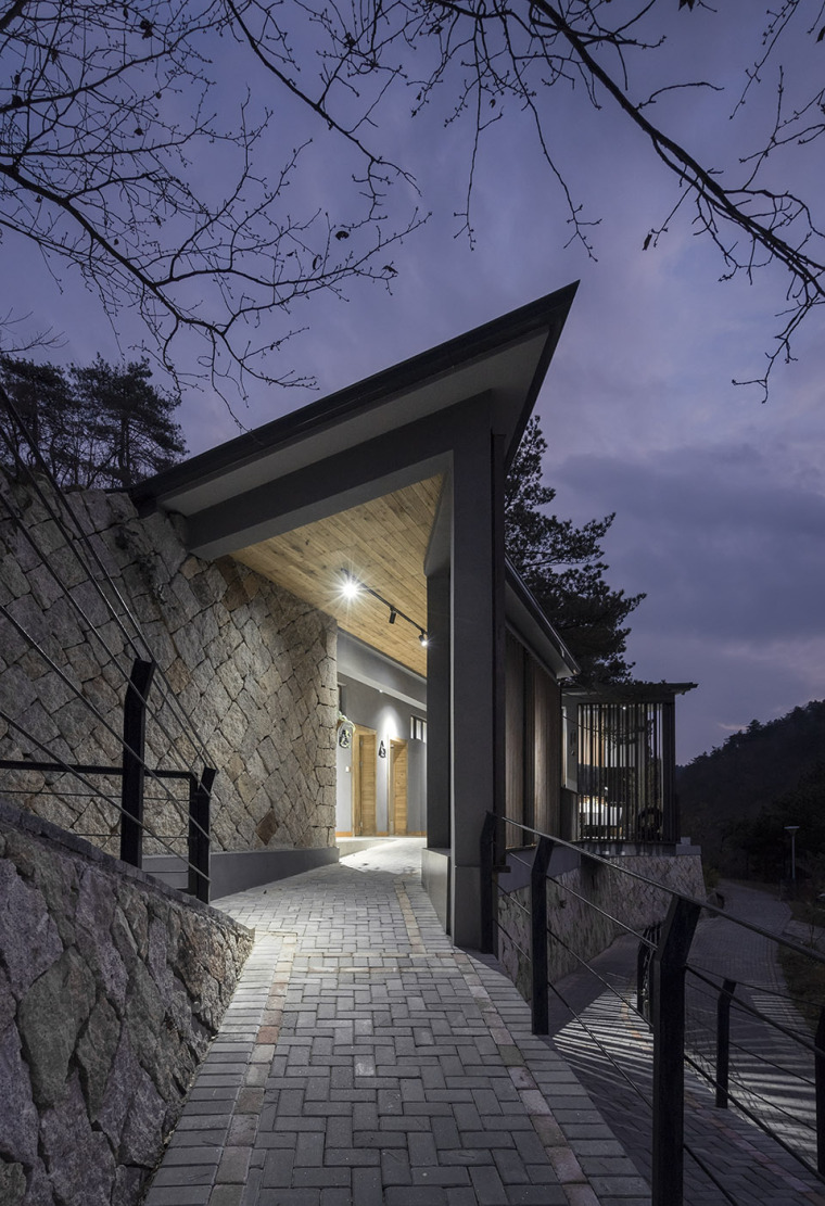 杭州大明山大明湖公共卫生间-4-The-Public-Toilet-of-Daming-Lake-in-Daming-Mountain-Hangzhou-by-MUFU-ARCHLAB