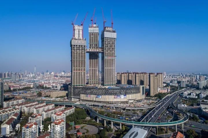 全球最高的三塔连体建筑_南京金鹰世界设计_5