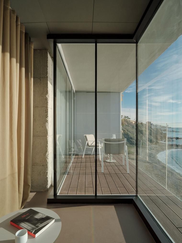 西班牙看向大海的住宅-02-A-room-with-a-sea-view_eg-arquitectos